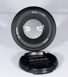 A photo showing a lens with a wide open aperture