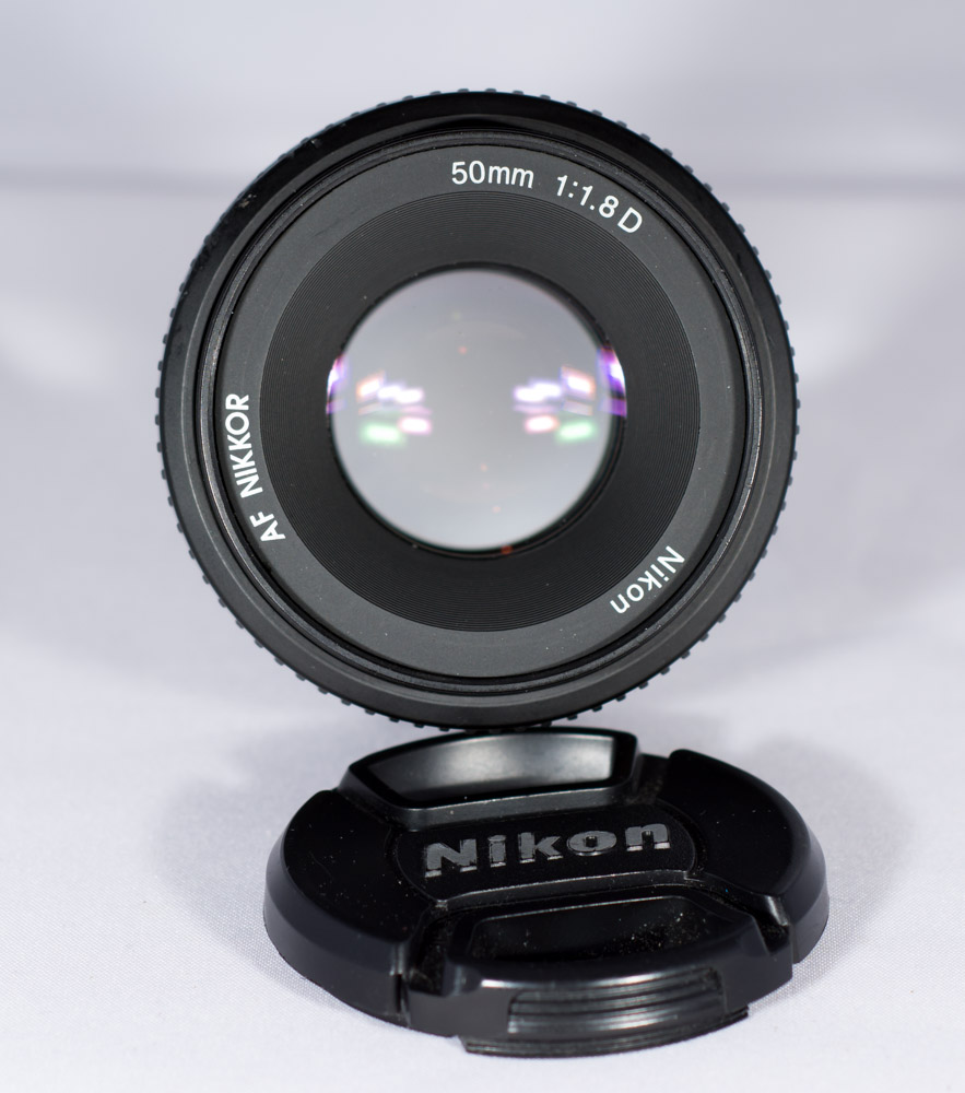 A lens with a wide open aperture. This is similar to how the human eye works