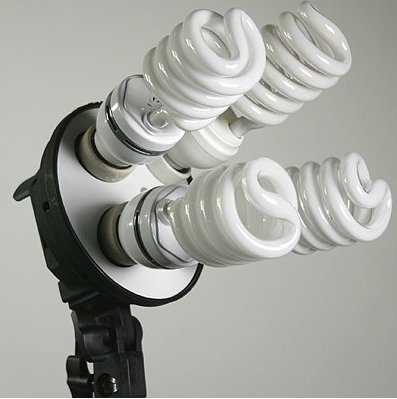 The StudioFX H9004SB2 light bank with 4 bulbs fitted
